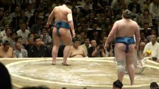 20100509 大相撲5月場所初日把瑠都VS栃ノ心.