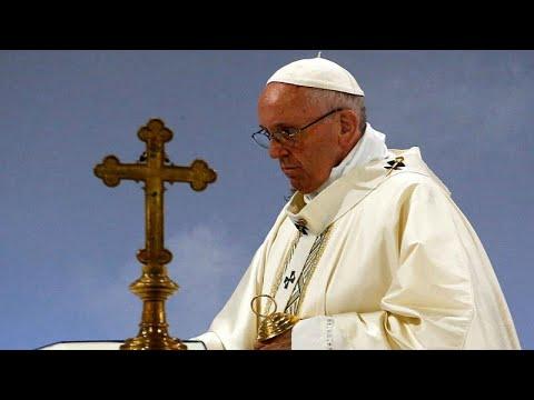 الفاتيكان -خَجِل- من تحرشات القساوسة الجنسية بالأطفال