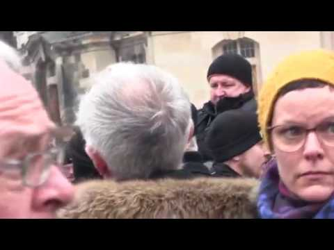 """Dresden Heftige Protest auf dem Neumarkt gegen Hilbert und ein Skulptur """"Monument"""""""