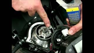 Cómo cambiar bombilla delantera de la moto