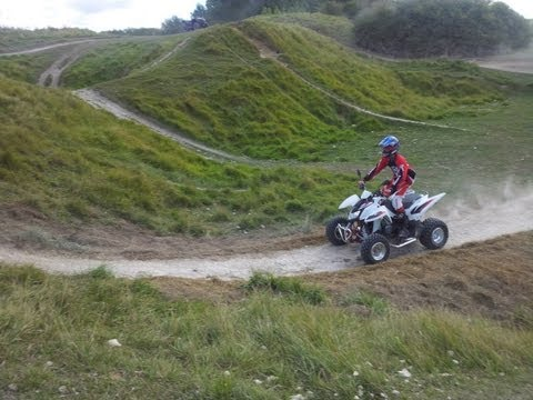 quad triton 450 enduro en action