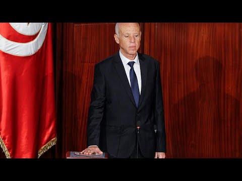 شاهد: قيس سعيّد يؤدي اليمين الدستورية رئيساً لتونس  - نشر قبل 3 ساعة