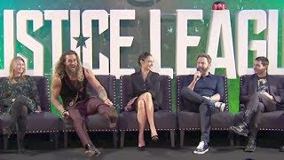 failzoom.com - Justice League PRESS CONFERENCE - Gal Gadot, Ben Affleck, Henry Cavill, Jason Momoa