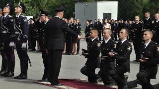 Выпуск молодых офицеров полиции ХНУВД(В ХНУВД состоялся выпуск молодых офицеров полиции. В этом году 150 человек пополнят ряды Национальной полици..., 2016-06-21T16:39:39.000Z)