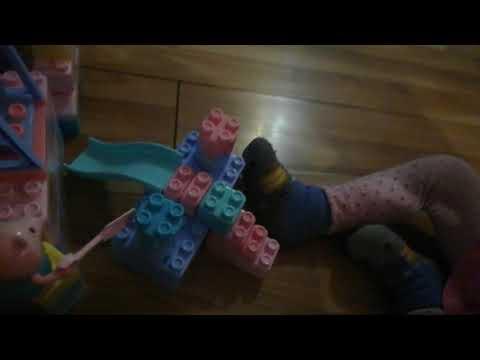 Канал мои детки mykids Карина играет с конструктором свинка пеппа с горкой и качелькой