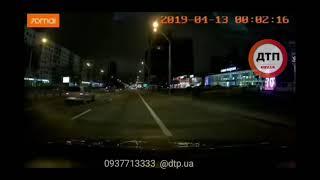 Трагическое ночное #ДТП в Киеве на #Победы: видео аварии. автомобиль насмерть сбил собаку.   Пес уме