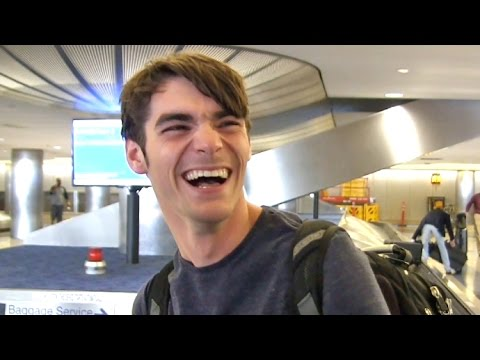 RJ Mitte's Reaction To Brad Pitt  Angelina Jolie Divorce Is Priceless!