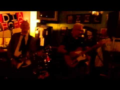 Billy Watson.TV - The Media Whores - Grangemouth Tavern 5
