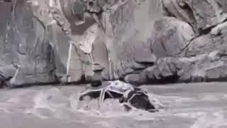 ЧП Дагестан - В Рутульском районе автомобиль упал в реку Самур.