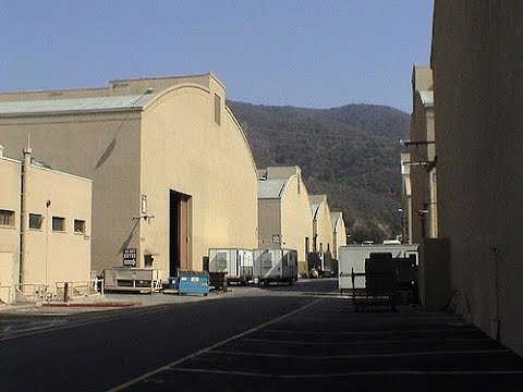 Driving The Warner Brothers Lot In Los Angeles YouTube