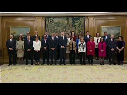 22 وزيراً نصفهم من النساء.. أعضاء الحكومة الإسبانية يؤدون اليمين الدستورية …  - 17:59-2020 / 1 / 13