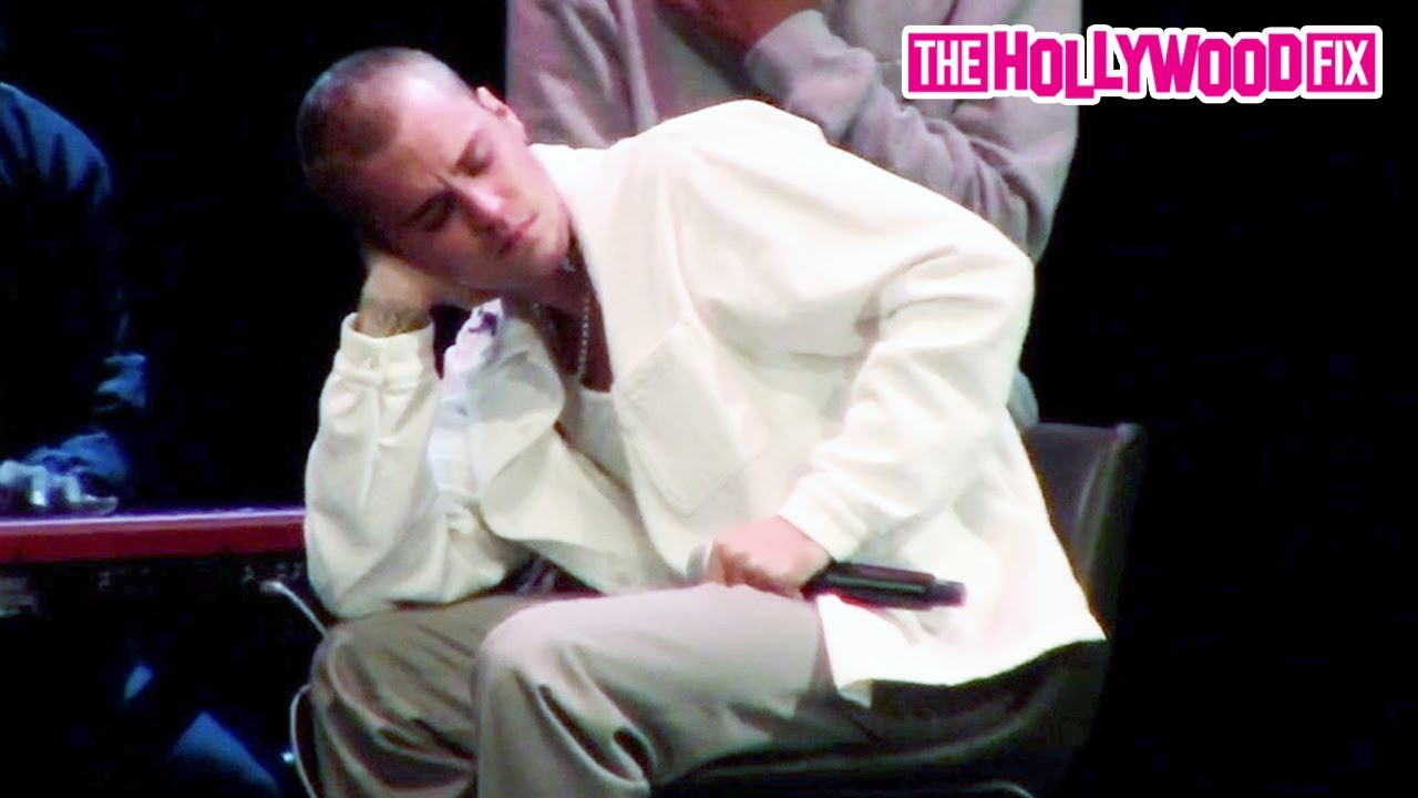 Justin Bieber & His Pastor Break Down In Tears During An Emotional Moment At Church In Beverly Hills