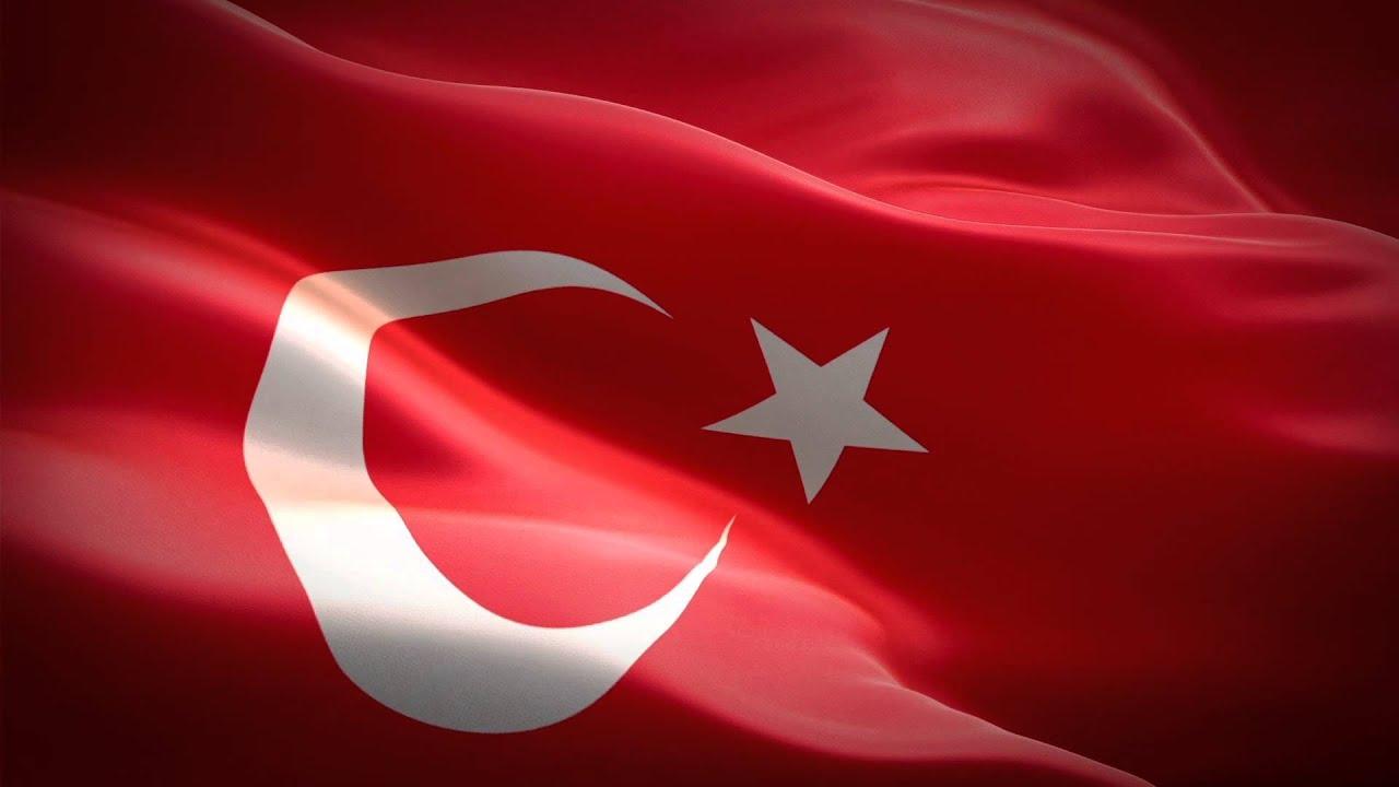 Dalgalanan Türk Bayrağı ve