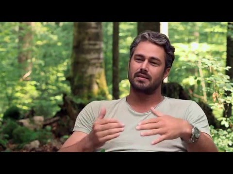 """The Forest: Taylor Kinney """"Aiden""""  Behind-the-Scenes Interview"""