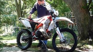 Cleaning a dirtbike with ZOOM Concentrated Cleaner