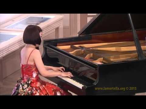 Yuna Kobayashi esegue W.A. Mozart - Sonata in si b magg. K. 570: Allegro