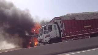 حريق مهول بالطريق السيار الدارالبيضاء