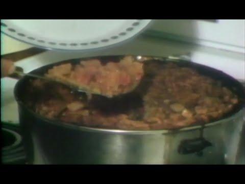préparation-d'une-tourtière-traditionnelle-du-lac-saint-jean-en-1977