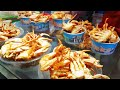 How to deep fry Crabs street food Guilin China (paying by smartphone app)