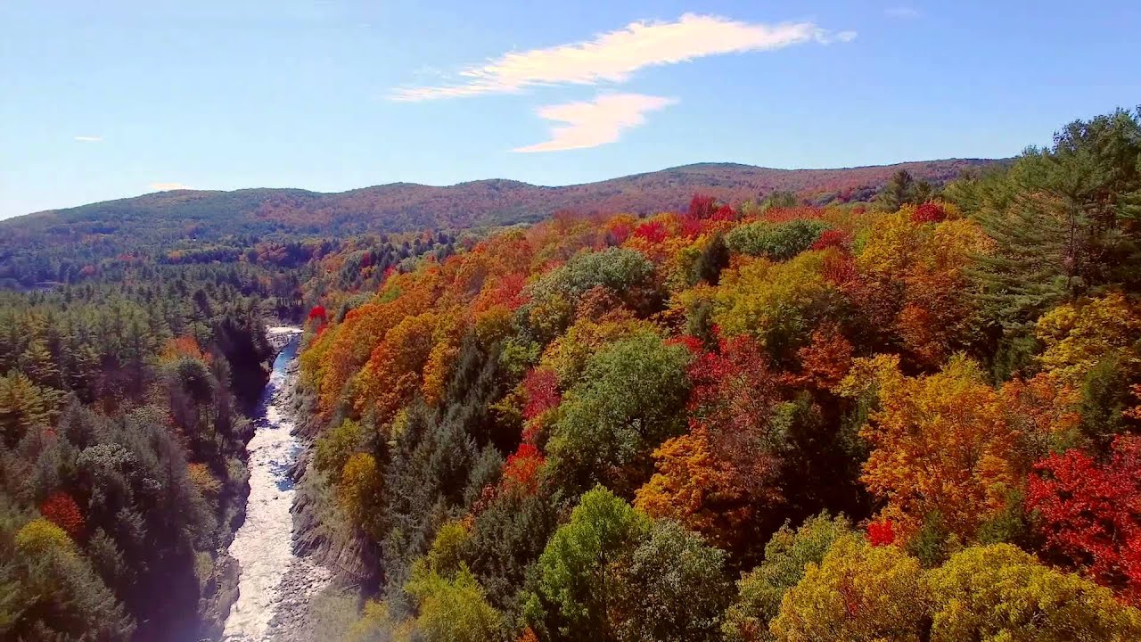 Fall In Vermont Wallpaper A View Of The 2015 Fall Foliage In Quechee Vt By The