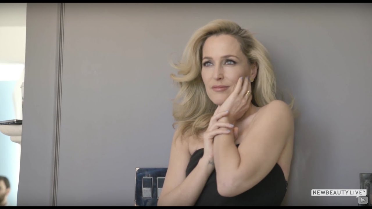Anderson Gillian Nue gillian anderson gets candid about aging, beauty and the pressure on women