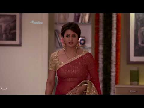 Divyanka tripathi Deep chubby Navel and cleavage show in Red hot low hip saree thumbnail