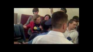 Міліція виводить людей із зали суду в Броварах