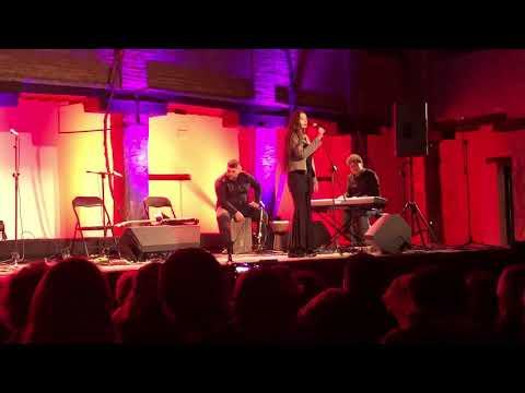 Miriam Rodriguez Sae canta procuro olvidarte en la noche en Blanco de Granada 14.04.18