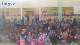 بالفيديو : حفل لتلاميذ مدرسة التى تضررت من التفجيرات تقيمه جمعية أحباء مصر الخيرية بالع