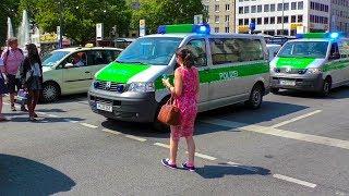 PASSANTEN laufen vor FuStW & WILDE GESTEN - EINSATZ POLIZEI MÜNCHEN