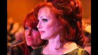 Watch Judds Let Me Tell You About Love video