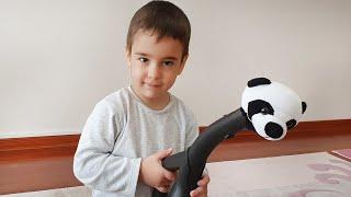 Berat ile Gerçek Hayatta Elektrik Süpürgesi Pandayı Kurtarma. Eğlenceli Çocuk Videosu