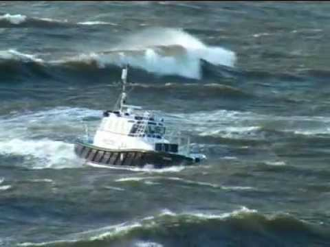 Rough Weather Pilot boat Trails of IZURDIA, Bayonne