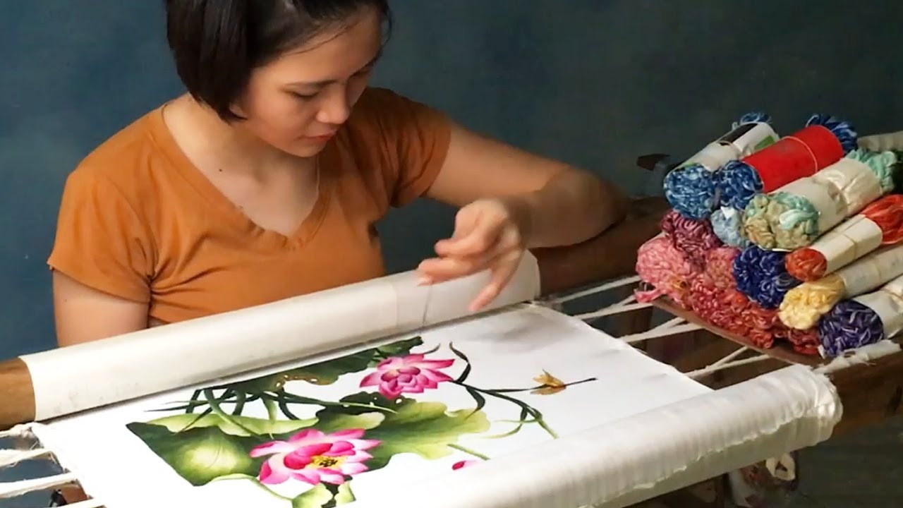 (Full Show) Beautiful Hand Embroidery Art of Vietnamese Girls - Lotus Flowers Embroidery