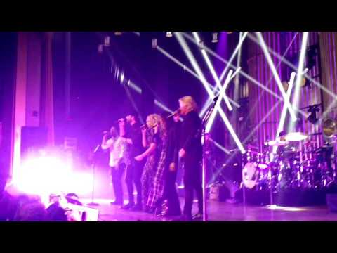 Sam Hunt & Little Big Town - Body Like a Back Road (Nashville 2/24/2017)