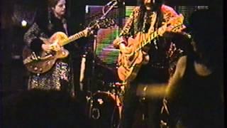 """Les (Nouveaux) Jaguars jouent """"Jaguars Shake"""" au Voltaire le 10 fevrier 1995"""