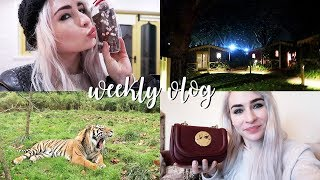 This vlog includes: penguins, monkeys, staying over night in a zoo,...