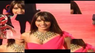 Gambar cover Bollywood BABE Bipasha Basu - Jab Tak Hai Jaan Premiere At Yash Raj Studios SPECIAL Theatre