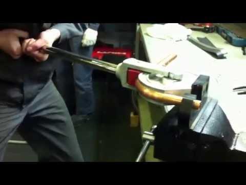 как согнуть медную холодильную трубу d22 мм