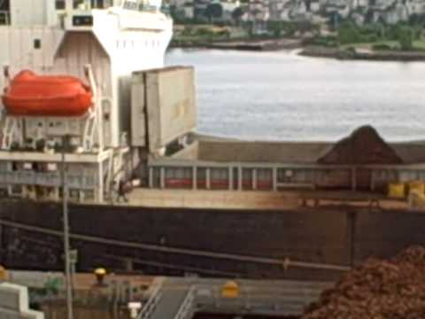 scrap ship crane loading