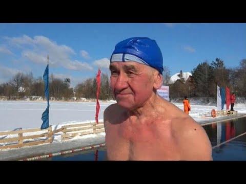 شاهد: منافسات في روسيا للسباحة في برودة تقل عن 10 درجات  - نشر قبل 17 دقيقة