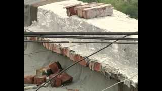Чиновники ремонтируют мэрию, а у луганчан текут крыши(, 2012-07-19T14:30:41.000Z)