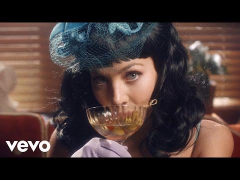 Смотреть клип Mackenzie Porter - Drinkin' Songs