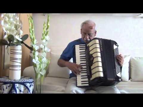SHESHADRI SINGS ...BOL RI KATHPUTLI..THROUGH HIS ACCORDION.avi