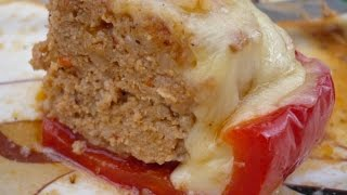 Der Grilljunky  190  Gefüllte Paprika mit Bacon - Tomaten Soße