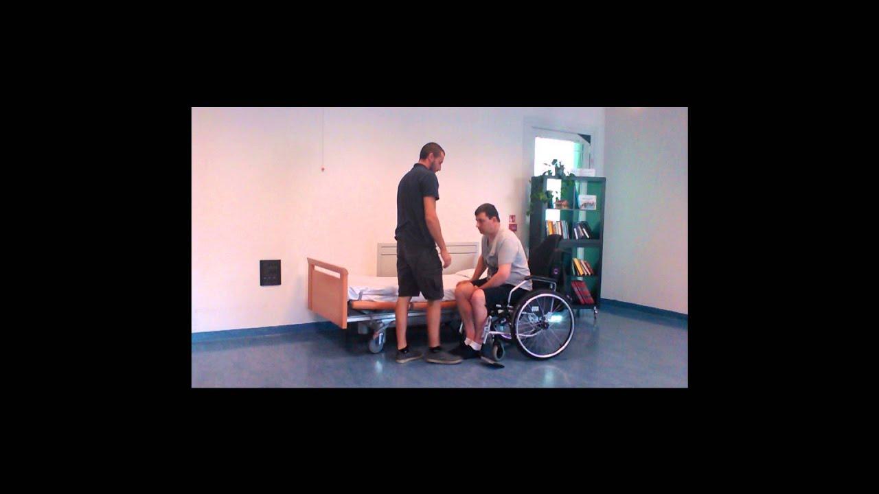 Trasferimento carrozzina letto con 1 operatore youtube - Mobilizzazione paziente emiplegico letto carrozzina ...