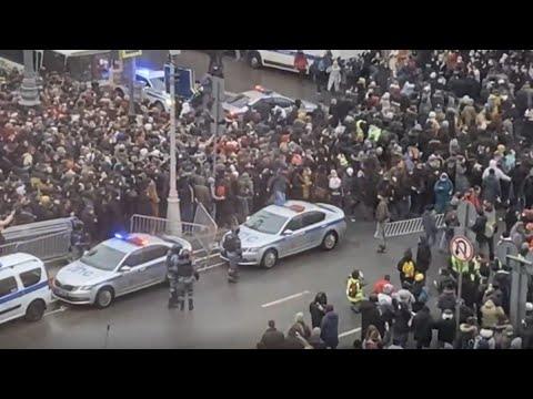 У Москві прорвали загородження силовиків