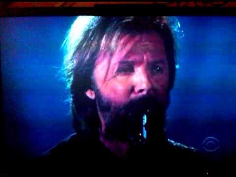 Ronnie Dunn singing Bleed Red at 2011 ACM Awards