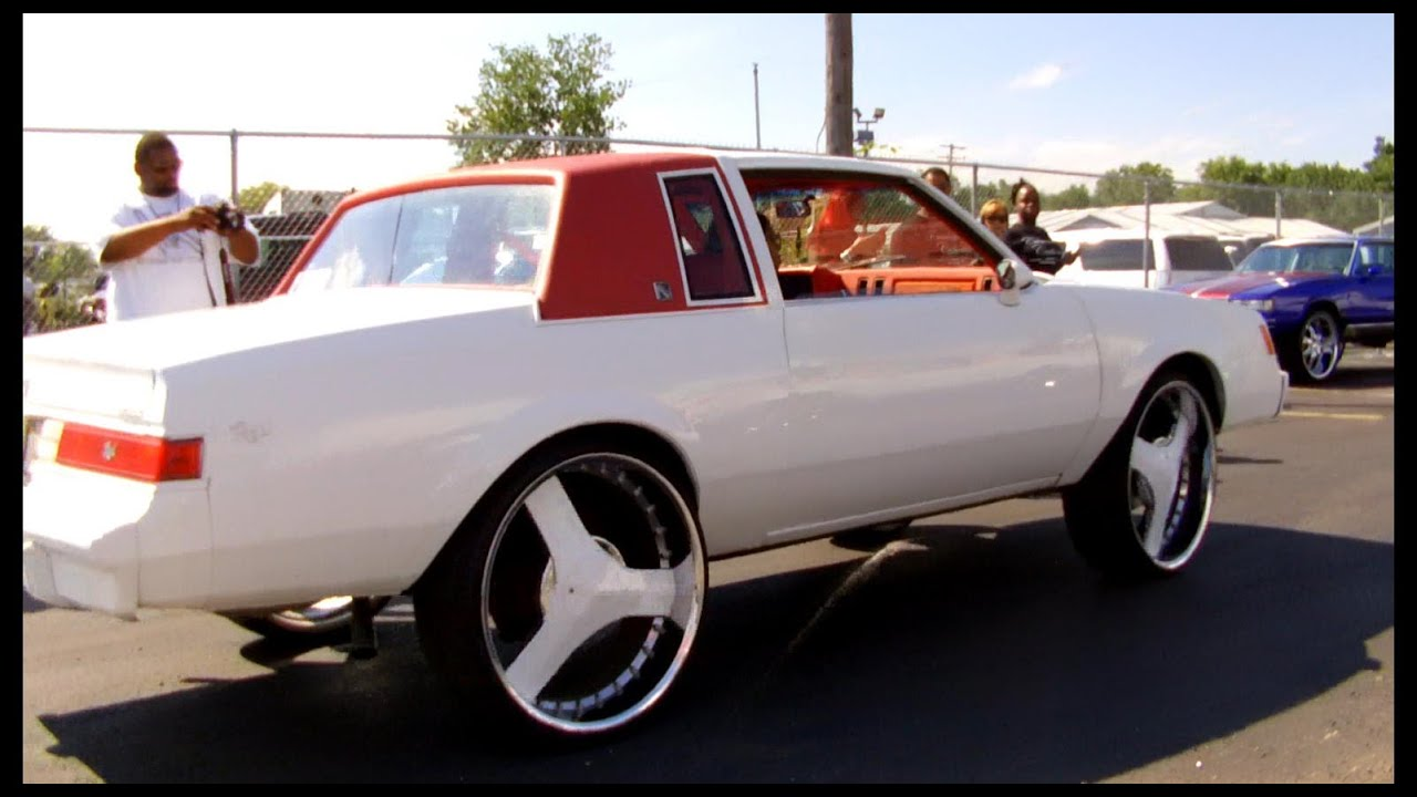 Buick Regal on 26's / Dodge Magnum on 26's - YouTube