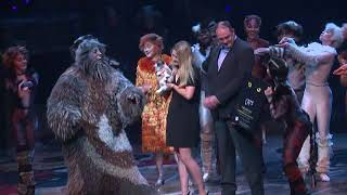 EVENT CAPSULE CLEAN - Grumpy Cat Visits The Broadway Cast of 'Cats'